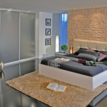 Trije primeri modernih spalnic po meri