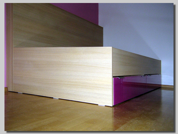 enojni posteljni okvir
