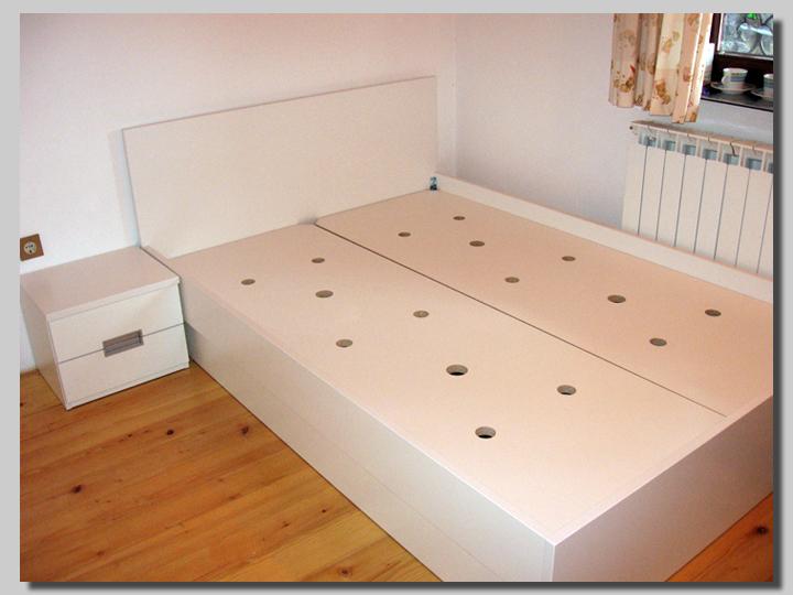 klasični posteljni okvir