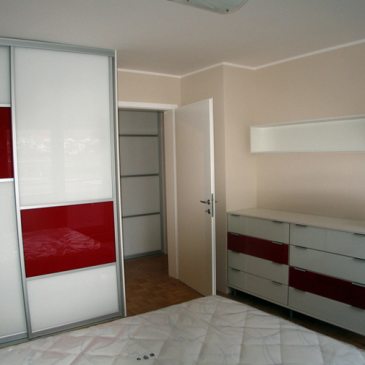 Omare za spalnico kot samostojni pohištveni element ali v okviru opremljanja celotne spalnice